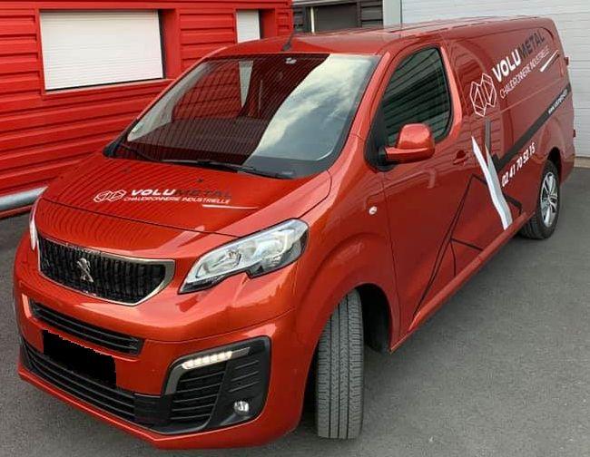 Nouveau camion de chantier cuivré VOLUMETAL avec stickers de l'entreprise 02 41 70 52 15
