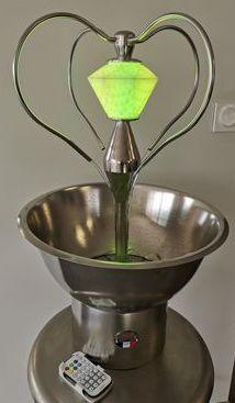 Fontaine à cocktail en inox avec un cadran lumineux intégré en forme de diamant